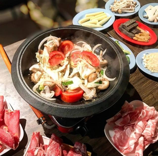 食藝石頭火鍋 餐點
